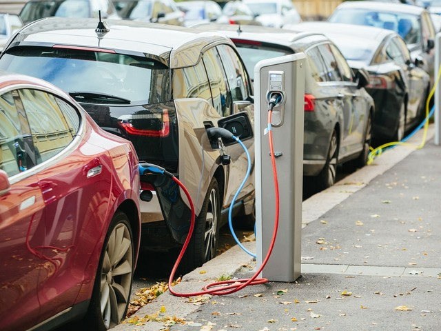Electric Cars vs. Gas Vehicles: What You Need to Know