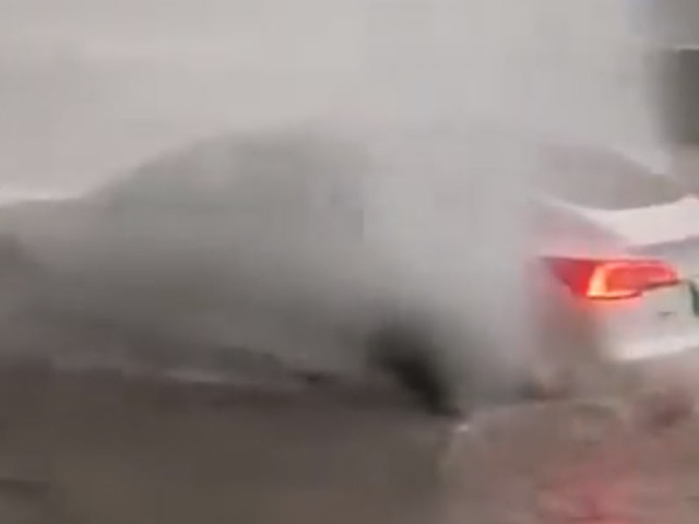 Chinese Tesla Owners Defy Common Sense, Go Driving Through Floods