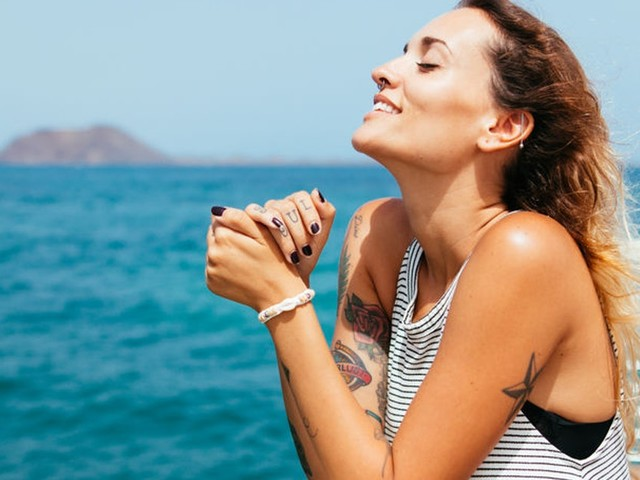 Before Dating In The Summer Months, Repeat These 8 Positive Affirmations