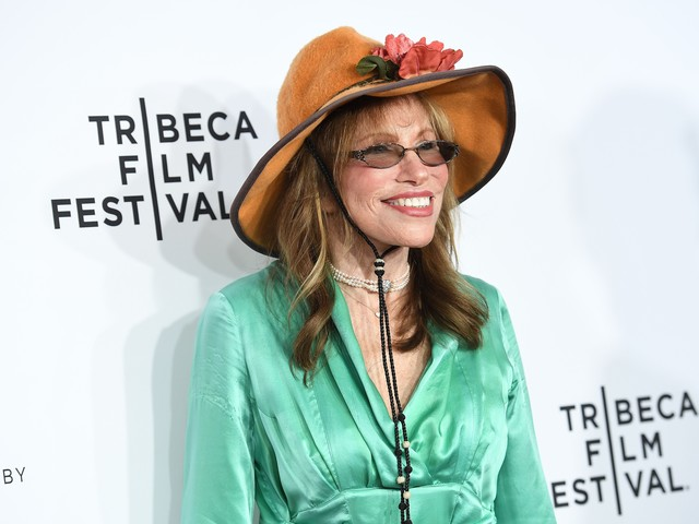 Carly Simon writing memoir about friend Jacqueline Kennedy Onassis