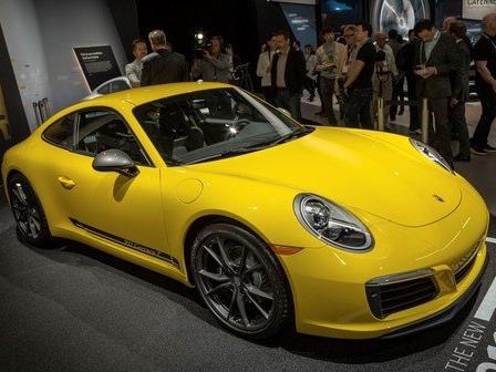 The Porsche 911 T Goes on a Diet, Proves Porsche can Reshuffle its Deck