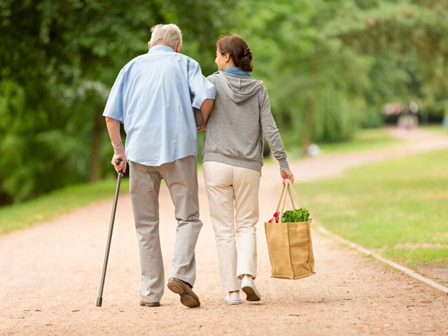 Medical News Today: Slow walking speed in midlife linked with faster aging