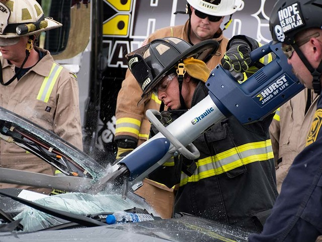 IIHS hosts first responders for extrication training