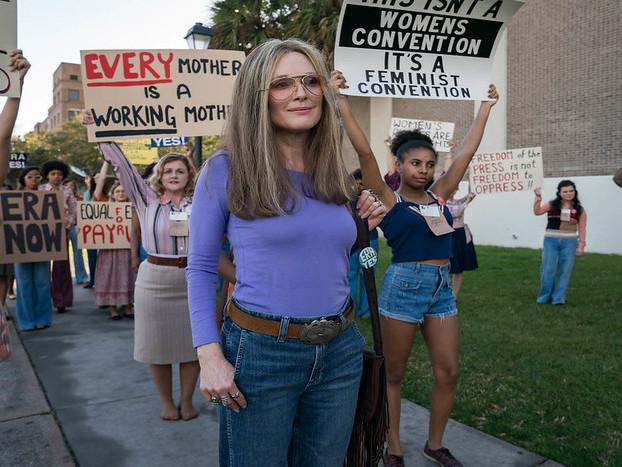 'The Glorias' Director Julie Taymor Talks Gloria Steinem Biopic, Reveals Surprise Cameo – Sundance