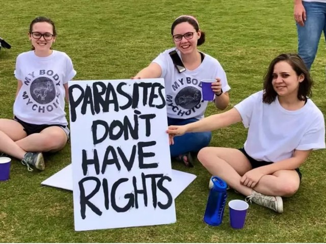 Did Pro-Choice Protesters Carry a Sign That Likened Fetuses to 'Parasites'?