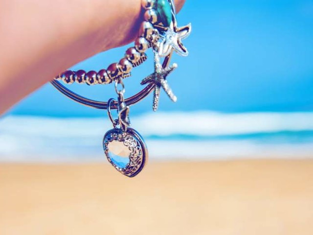 21 Best Charm Bracelets: Your Buyer's Guide