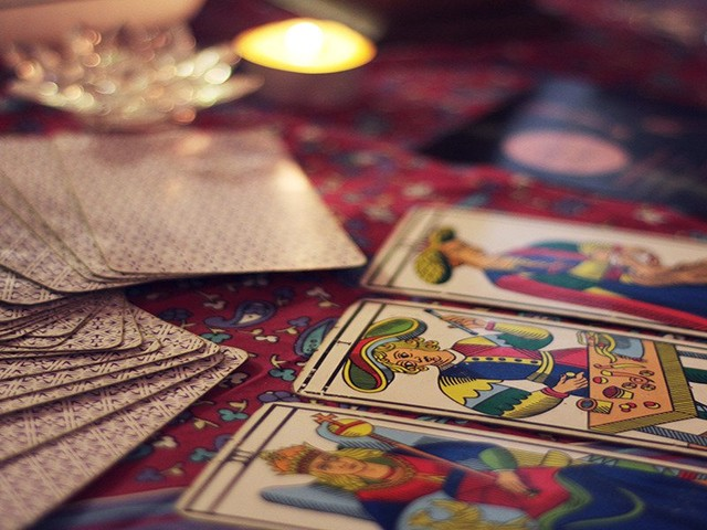 10 user-recommended sites for live tarot readings that are almost too good to be true