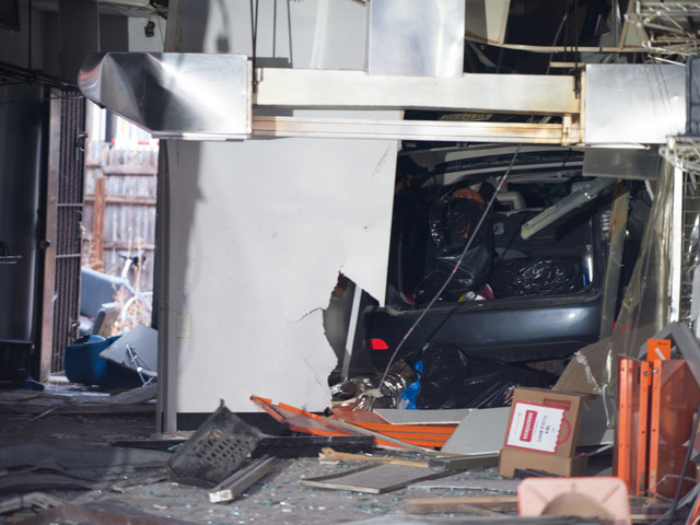 Driver crashes into Bed-Stuy pizza shop