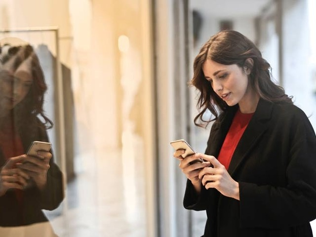 Mobiles driving 52 percent of online fashion sales this Christmas