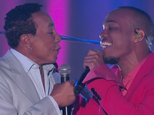 Anderson .Paak & Smokey Robinson Perform On 'Kimmel'