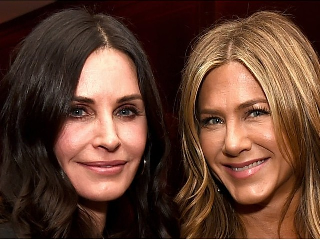 Courteney Cox Supports Jennifer Aniston at Her Movie Premiere, Because That's What BFFs Do