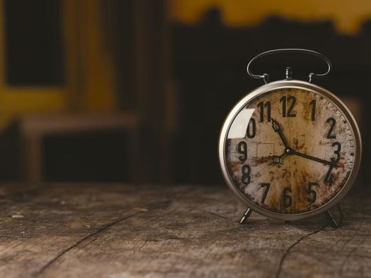 Peter Schiff: The Mainstream Pundits Are the Real Stopped Clocks