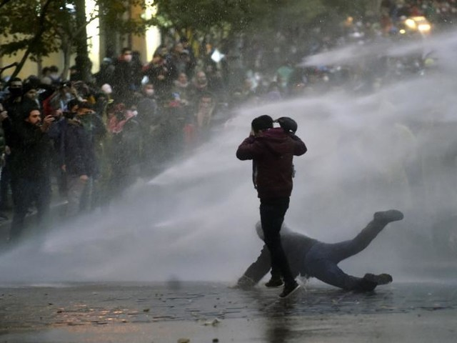 Protesters, police clash in Beirut in 'week of rage' over financial crisis