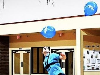Watch: Idaho man juggles balloons with his head for over 3 minutes