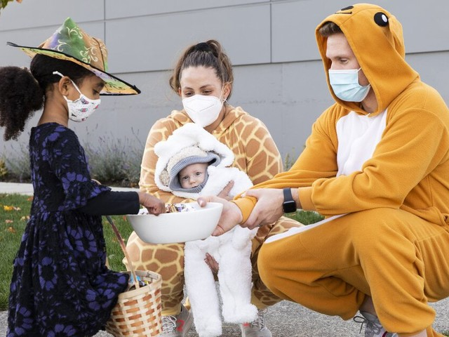 How to keep kids safe from COVID (and drivers) this Halloween