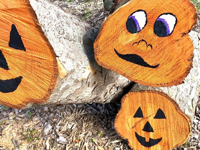 From stumps to 'stumpkins': Louisiana city turns hurricane damage into Halloween decorations