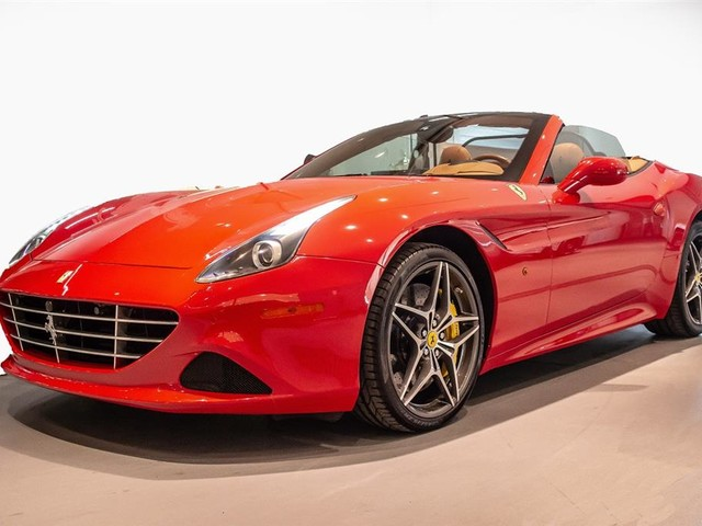 "2015 Ferrari California--T ""PRICED IN CANADIAN DOLLARS"""