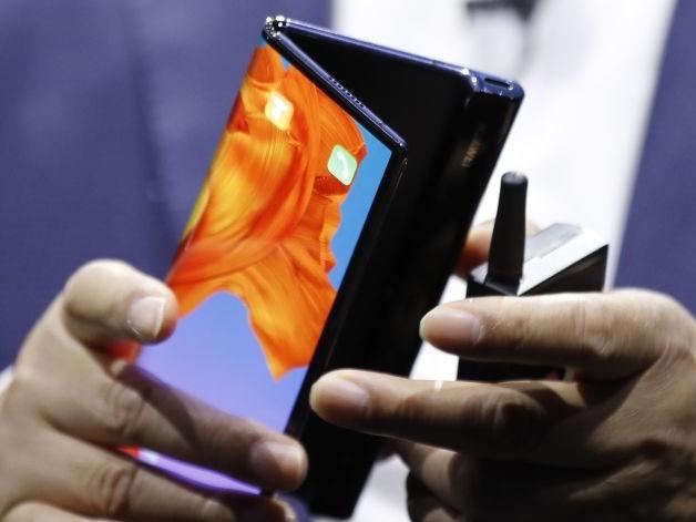 The $2,000 Bendable Phone: Hold 'Em or Fold 'Em?