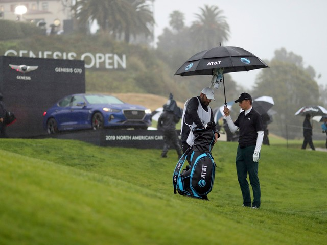 Mickelson delivers drama before rain stops play at Riviera