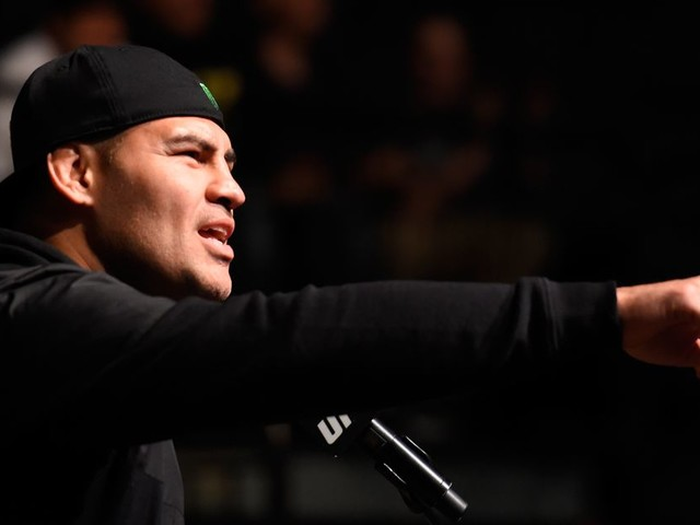 Cain Velasquez posts photo at UFC PI: 'Don't call it a comeback'