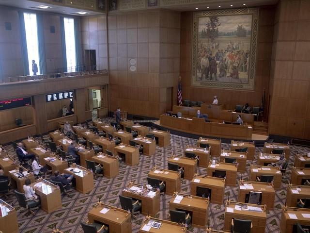 Cuts, reserve funds help lawmakers balance Oregon budget