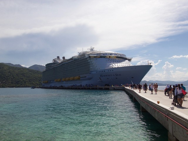 How to avoid the most irritating lines on a Royal Caribbean cruise