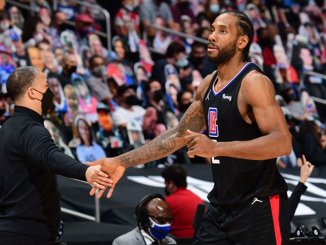 Kawhi Leonard's Future Uncertain After Surgery to Repair ACL Tear. Plus: Team USA Struggles and the 76ers Make Ben Simmons Available.