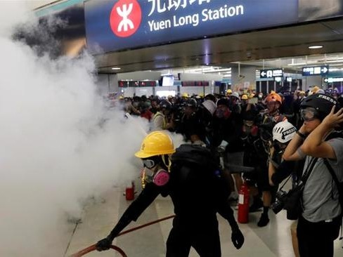 """""""They Let The Criminals Go"""": China Furious At Chaotic Scenes From HK Metro Station Unrest"""