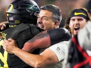 Ducks' Cristobal takes AP Pac-12 Coach of the Year honors
