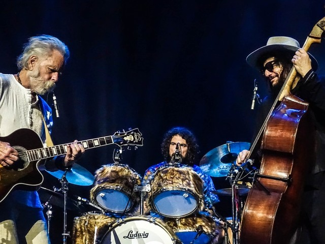 Bob Weir & Wolf Bros Cover 'Big River' In St Paul
