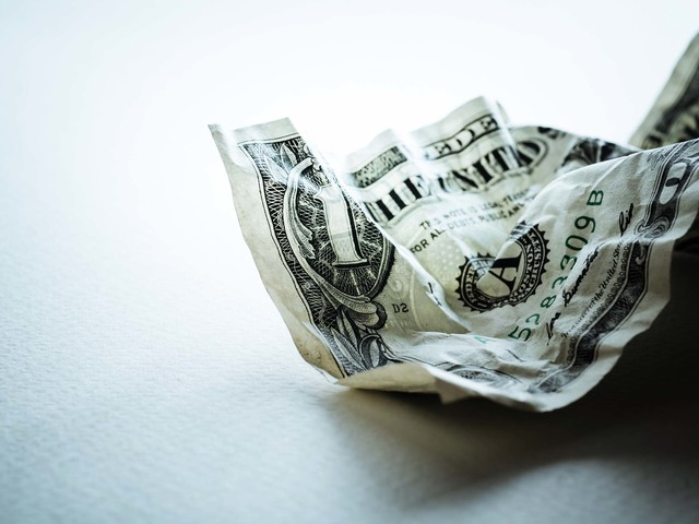 19 Top Stocks for a Weak U.S. Dollar