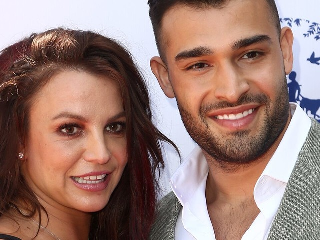 Britney Spears makes red carpet appearance with boyfriend Sam Asghari 2 days after conservatorship hearing