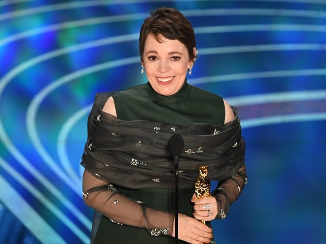 An Endearingly Flustered Olivia Colman Dedicates Her Oscar Win to Aspiring Young Actors