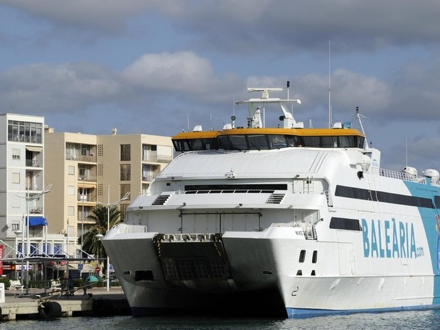 400 holidaymakers evacuated as tourist ferry STRIKES ROCKS en route from Ibiza