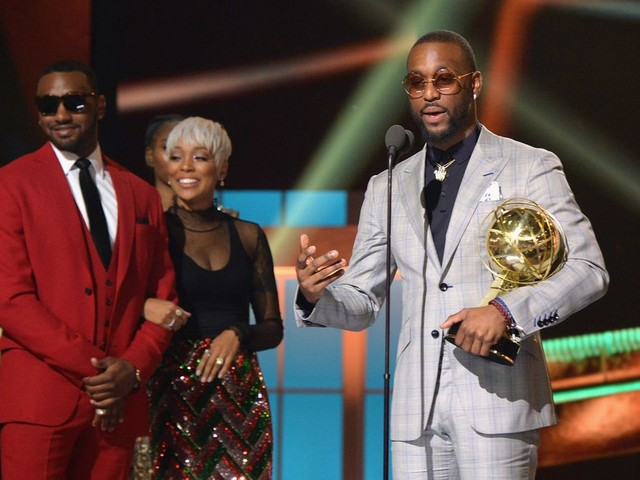 Kemba Walker embodied the Sportsmanship Award on the red carpet of the NBA Awards