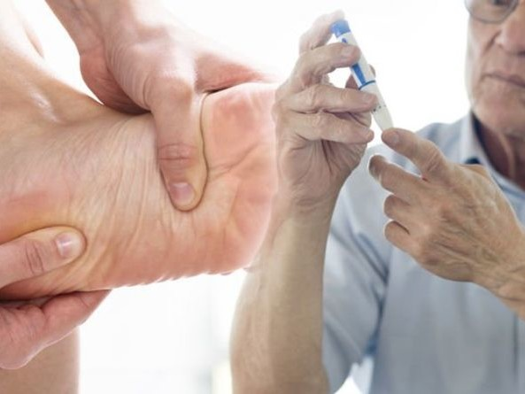 Type 2 diabetes: Pain, tingling and burning sensations could be signs in the feet and legs | Express.co.uk