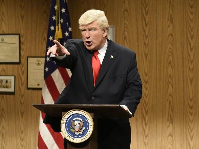 Alec Baldwin's Donald Trump returns to 'SNL' wearing a golf shirt, of course