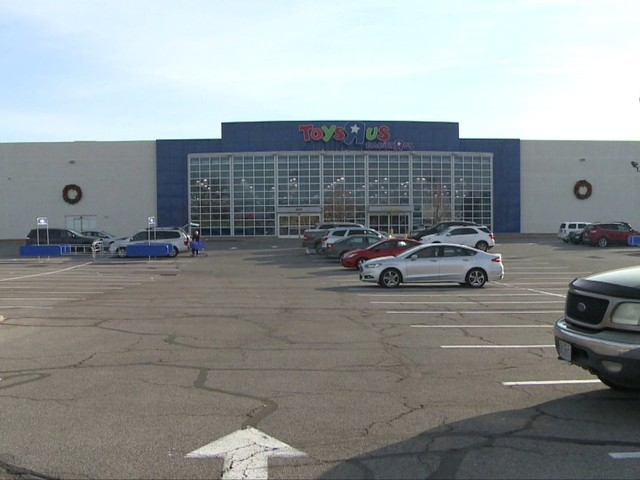 Sunset Hills Police looking for Toys R' Us parking lot carjacking suspect