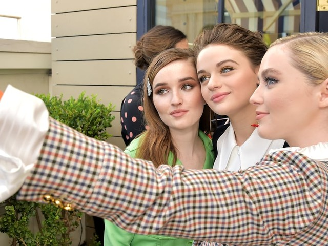 Joey King Hangs Out With Kaitlyn Dever and Kathryn Newton Ahead of Big Emmys Night