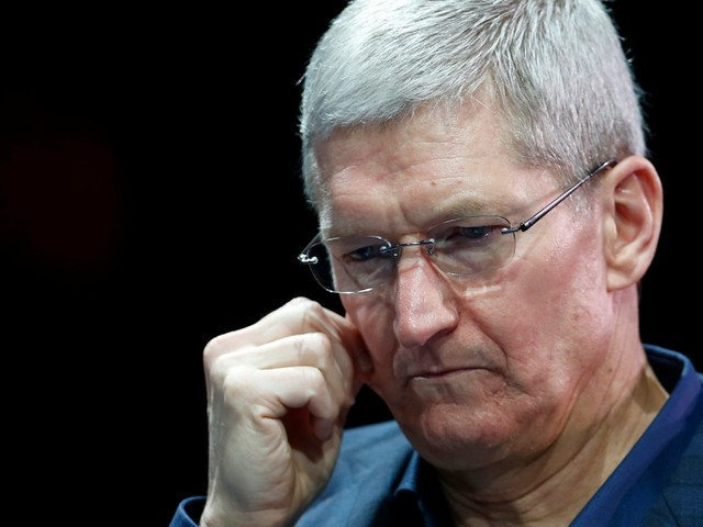 Apple is taking on Facebook and Google by doubling down on privacy, but the plan could backfire in an epic way (AAPL)