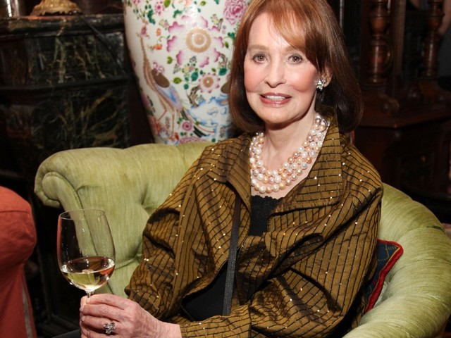 Fashion Icon Gloria Vanderbilt Dies at 95, Son Anderson Cooper Pays Tribute