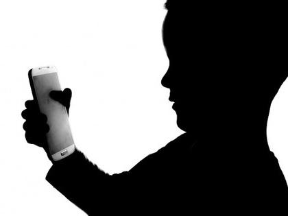 UK doctors advise parents to limit kids' screen time