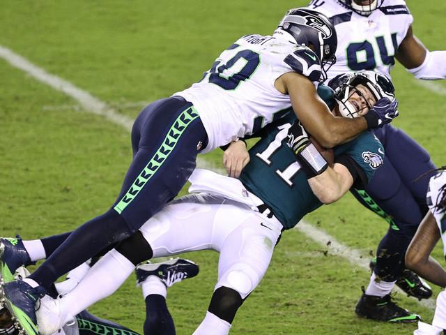 Carson Wentz struggles again as Eagles misery helps Giants
