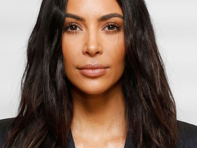 Kim Kardashian Schools Us On How To Use Her New Contouring Kit