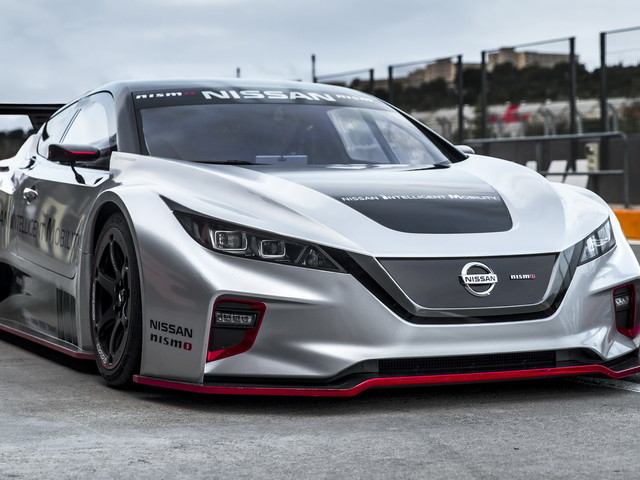 Nissan Leaf Nismo RC Shows Off Its Electrified Muscles On Europe For The First Time