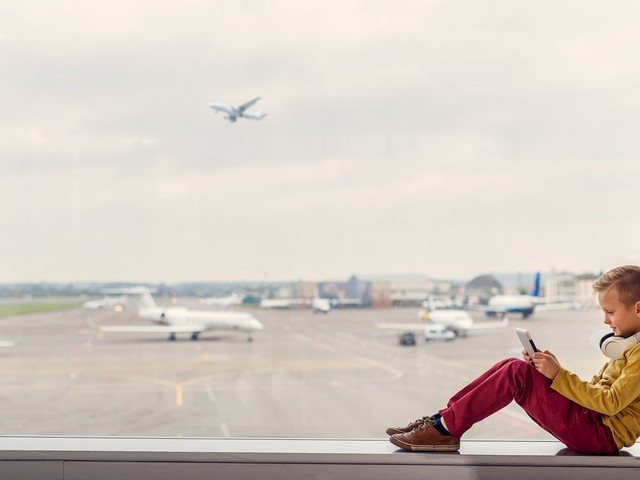 Kids flying solo: Tips for booking a flight for an unaccompanied minor
