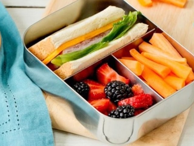 How to pack a nutritious school lunch in a few easy steps
