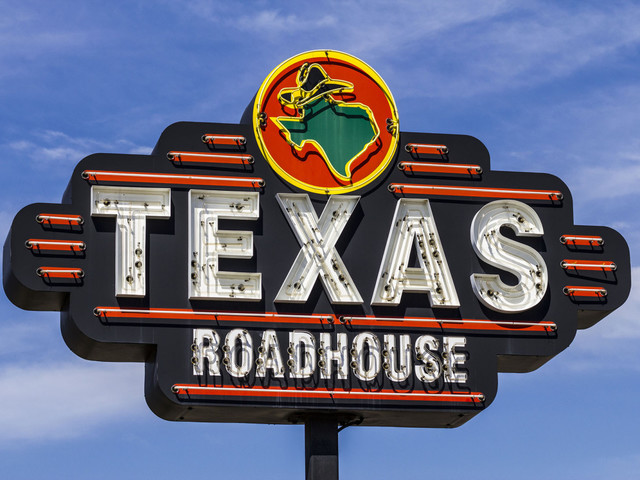 Texas Roadhouse CEO foregoes salary for 1 year to pay workers amid coronavirus