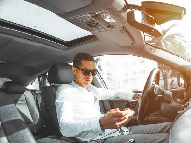 Australia Rolls Out AI Cameras To Spot Distracted Drivers
