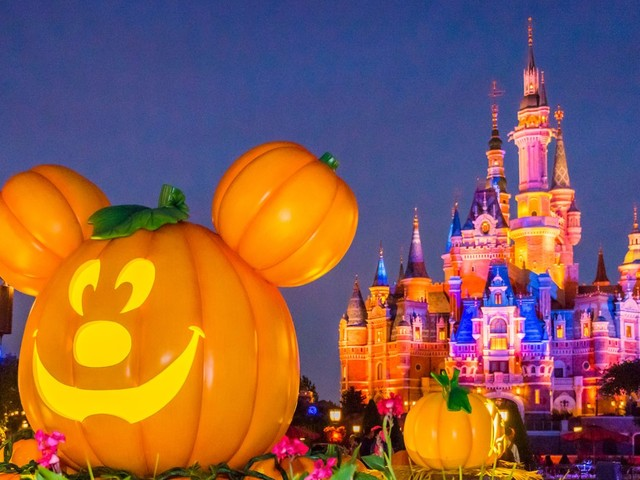 15 photos that show how Disney theme parks celebrate Halloween